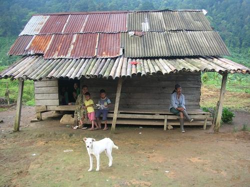 Sebuah rumah di Kampung Cisadon, Kecamatan Babakan Madang, Bogor, Jawa Barat. (Foto: Kandi)
