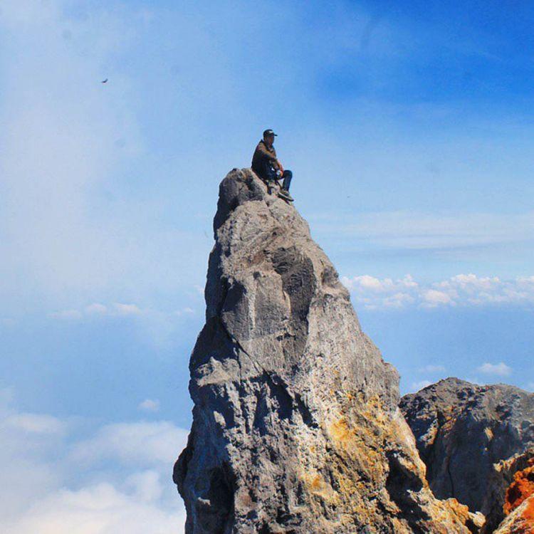 Foto terakhir Eri Yunanto, mahasiswa Universitas Atma Jaya Yogyakarta yang jatuh ke kawah Gunung Merapi, Sabtu (16/5). (Dok. Bagus Deni)