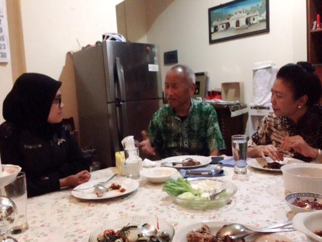 Berbincang setelah makan malam bersama Aristides Katoppo dan istri di kediamannya, 29 Desember 2015.