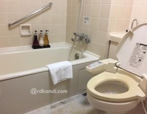 Kamar mandi ramah lingkungan di Karuizawa Prince Hotel.