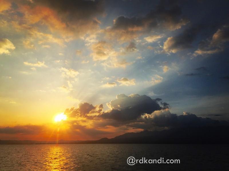 Senja di Pantai Lawata, Kota Bima, NTB.