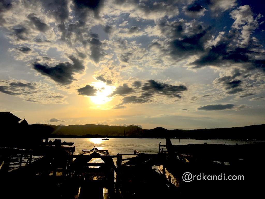 Menjelang matahari terbenam di Pelabuhan Sape, Bima, NTB.