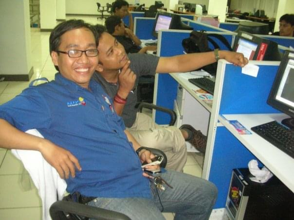 Adam Prawira (depan) dan Fahmi Faisa. (Dok. Kandi)